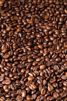 Geroosterde koffiebonen, kunnen als achtergrond worden gebruikt