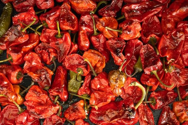 Geroosterde rode paprika. eet de oven op.