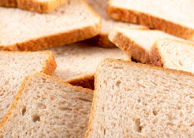 Geroosterde sneetjes brood voor het ontbijt