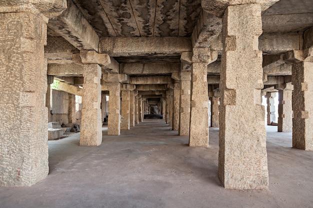 Geruïneerde kolommen