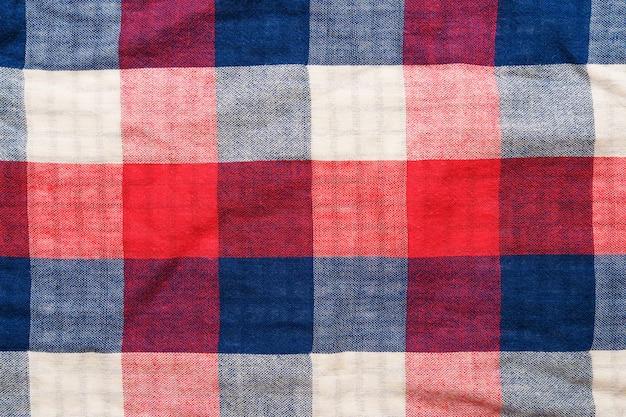 Geruite materiële textuur. rode, blauwe en witte kooi kleding achtergrond
