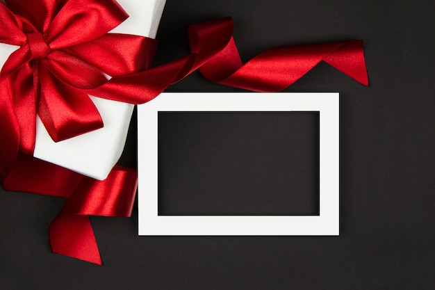 Geschenk voor black friday-uitverkoop doos met een rood lint