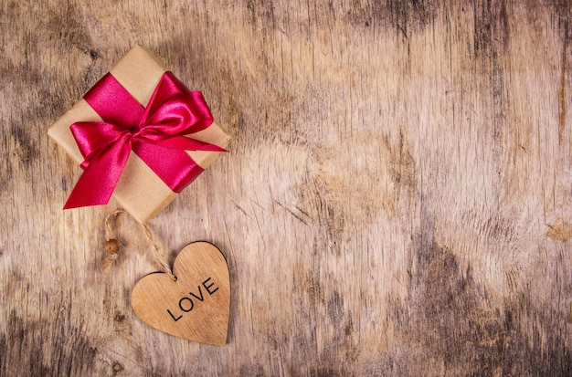 Geschenkdoos en houten hart
