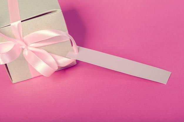 Geschenkdoos met cadeau-tag