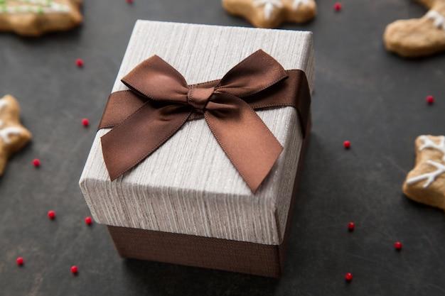 Geschenkdoos met een cadeau voor ideeën voor kerstmis tweede kerstdag