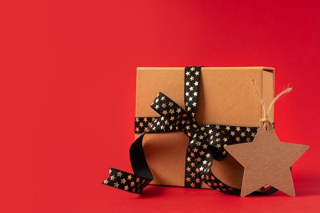 Geschenkdoos met lege stervormige tag