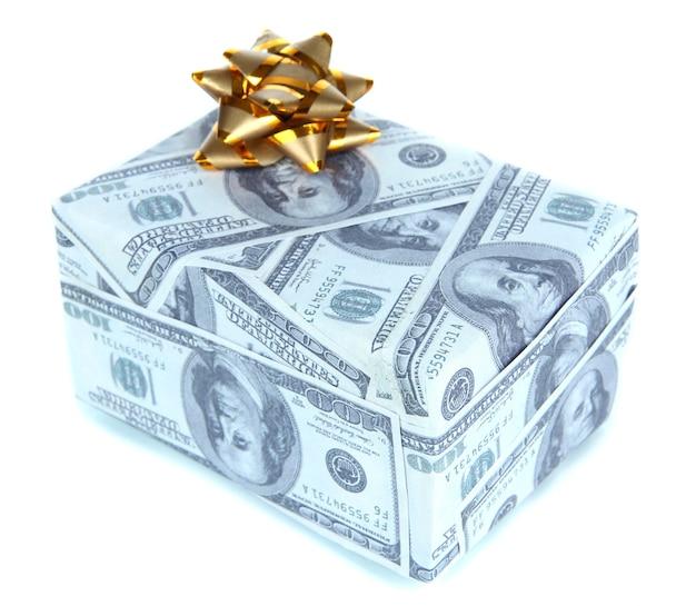 Geschenkdoos met strik gedekt dollars geïsoleerd op white