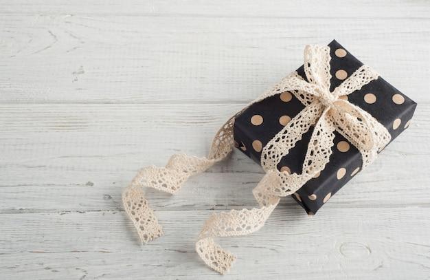 Geschenkdozen en kanten lint