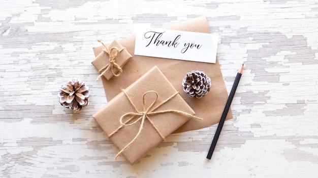 Geschenkdozen fir kegels nota met een bericht