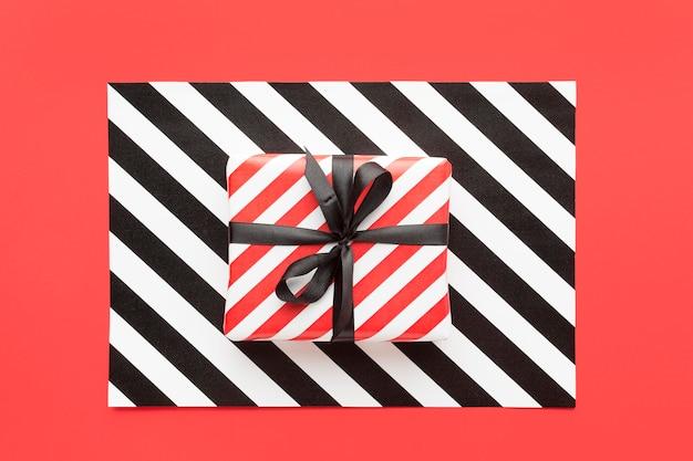 Geschenkdozen met lint cyber maandag concept