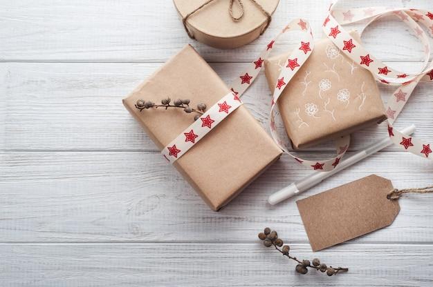 Geschenkdozen met tags