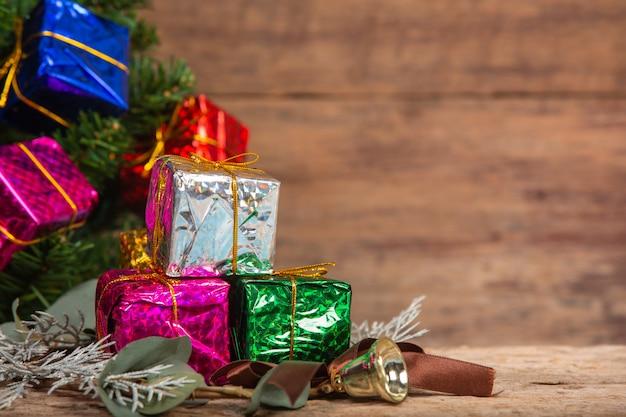 Geschenkdozen op houten oppervlak