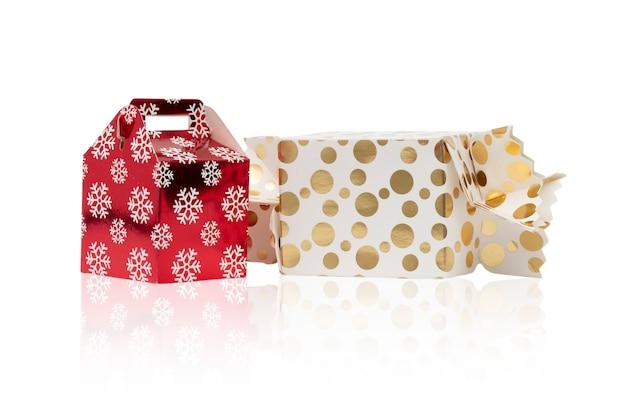 Geschenkdozen voor verjaardag, kerstmis en nieuwjaar geïsoleerd op witte achtergrond