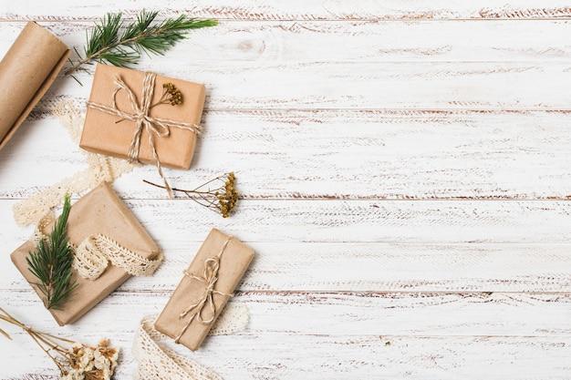 Geschenken met grenen en kopie ruimte
