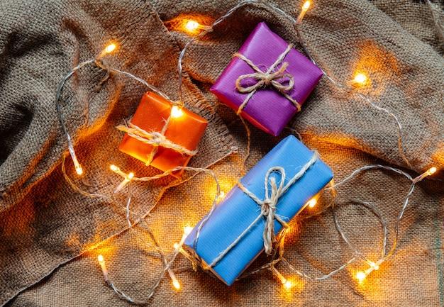 Geschenkpakketten en gloeilampen