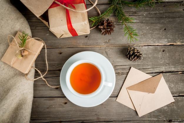 Geschenkverpakking en brieven, kaarten voor kerstgroet.