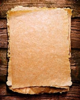 Gescheurd textuurdocument malplaatje met hout