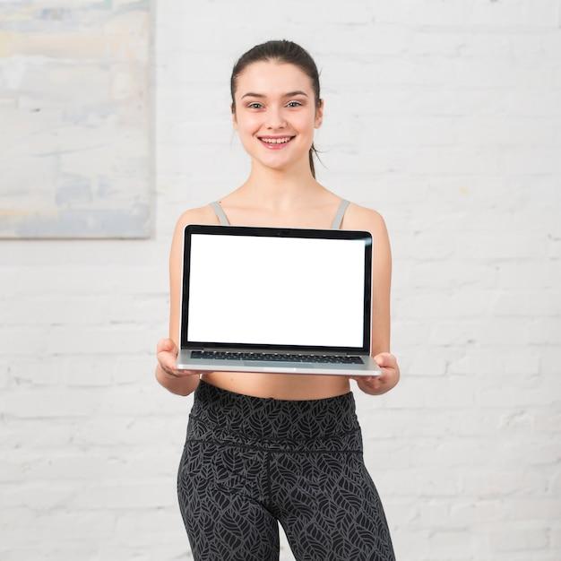 Geschiktheidsmeisje die laptop tonen
