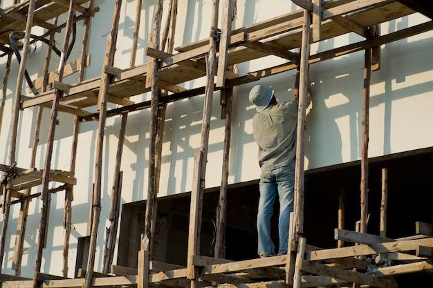 Geschilderd, arbeiders geschilderd wit op de muur
