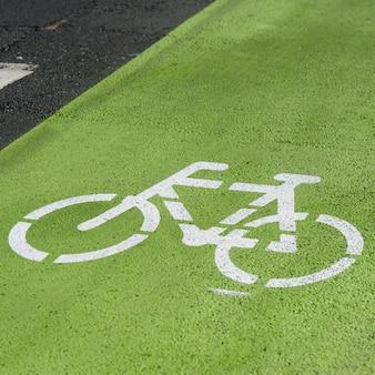 Geschilderde fietspadstencil op weg
