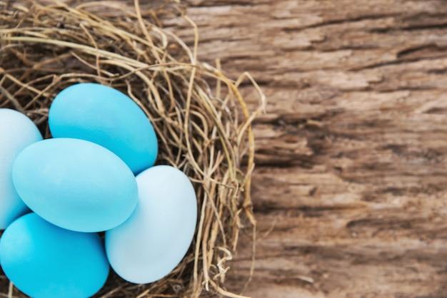 Geschilderde kleurrijke paaseierenachtergrond - pasen-van de achtergrond vakantieviering concept