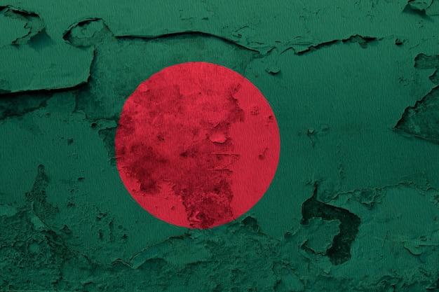 Geschilderde nationale vlag van bangladesh op een betonnen muur