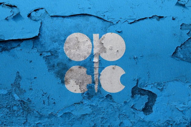 Geschilderde vlag van de opec op een betonnen muur