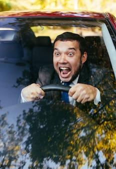 Geschokt bestuurder in de auto