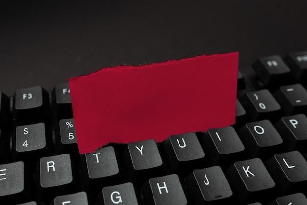 Geschreven notities overbrengen computer, motiverende berichten typen, surfen op internet, ideeën verzamelen, nieuwe dingen leren, zakelijke aanwezigheid verspreiden