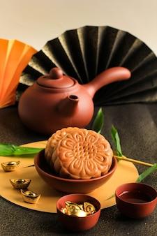 Geselecteerde focus moon cake chinese dessert snack tijdens het nieuwe maanjaar mid autumn festival