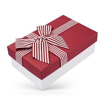 Gesloten kartonnen geschenkdoos met rode omslag geïsoleerd