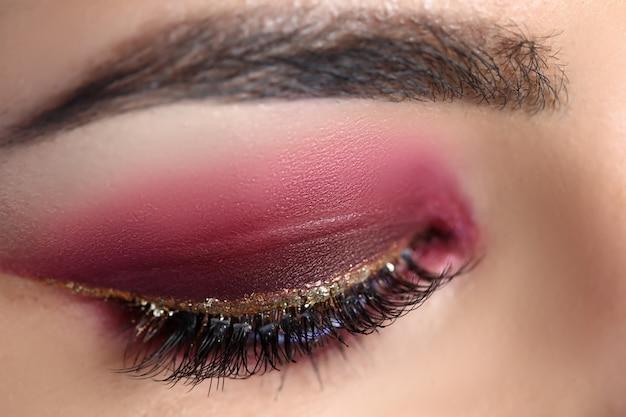 Gesloten oog met professionele maquillage