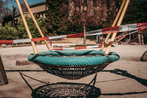 Gesloten openbare parken in tijden van wereldwijde noodtoestand van coronavirus