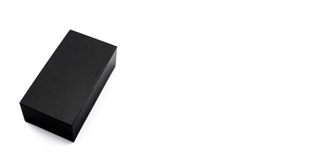 Gesloten zwarte doos geweven karton op wit