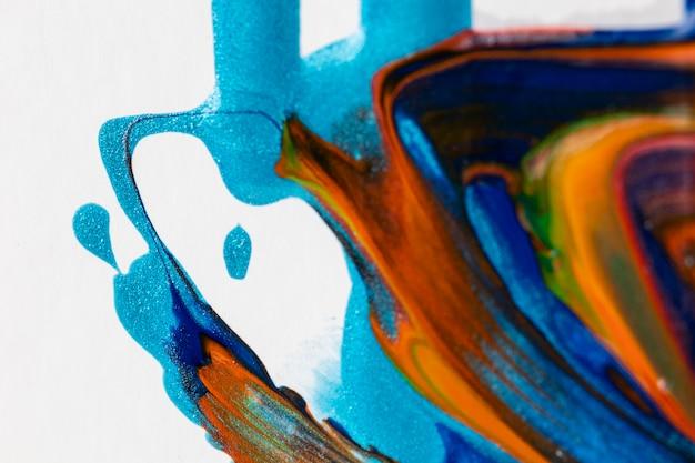 Gesmeerde gemengde oranje en blauwe verf