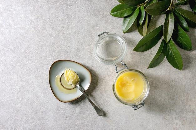 Gesmolten ghee boter