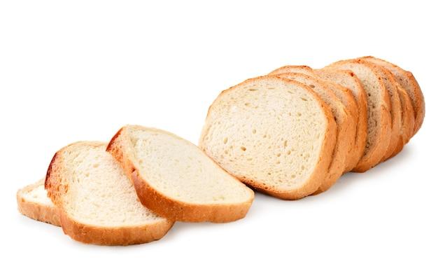 Gesneden brood op een witte close-up als achtergrond. geïsoleerd