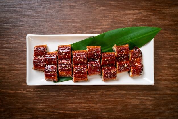 Gesneden gegrilde paling of gegrilde unagi met saus (kabayaki) - .japanse eetstijl