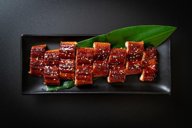 Gesneden gegrilde paling of gegrilde unagi met saus (kabayaki). .japanse eetstijl