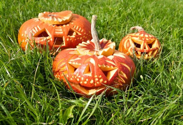 Gesneden halloween-pompoenen