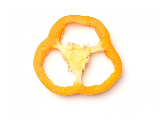 Gesneden paprika geïsoleerd op witte achtergrond