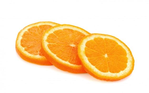 Gesneden van verse geïsoleerde sinaasappel