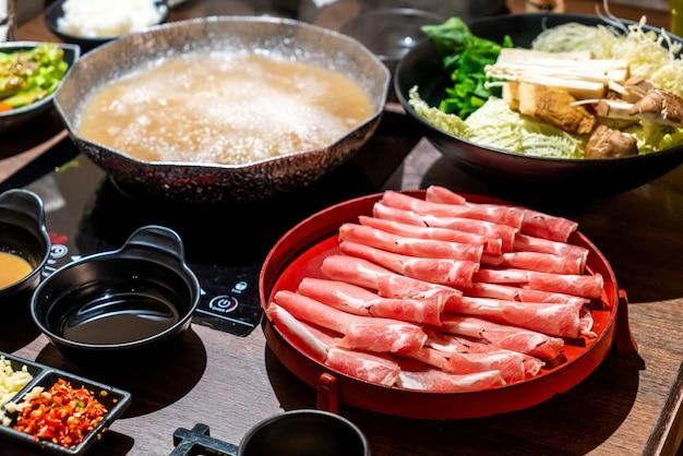 Gesneden varkensvlees voor japanse shabu shabu en sukiyaki