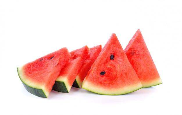 Gesneden watermeloen geïsoleerd op witte oppervlakte