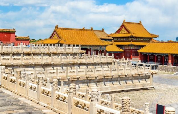 Gesneden witte marmeren decoraties in de verboden stad - peking, china