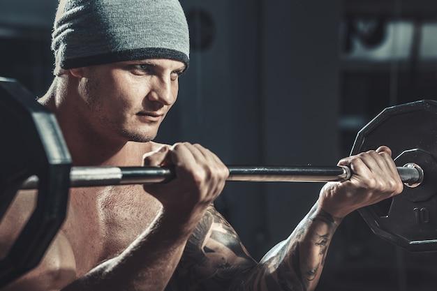 Gespierde mannelijke bodybuilder