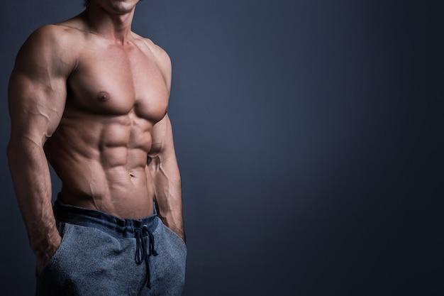 Gespierde mannelijke torso