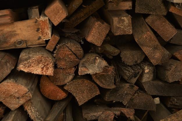 Gespleten hout voor brandhout. achtergrond en textuur