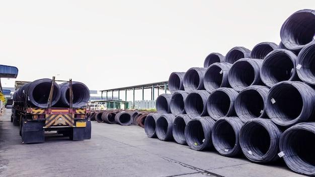 Gestapeld walsdraad met hoog koolstofgehalte voor de productie van de zware industrie, stapel metalen staaldraadrol voor bouwplaats, betongebruik en bouwconstructie