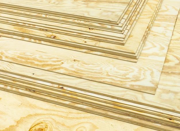 Gestapelde multiplex panelen. 3d render. maakindustrie concept